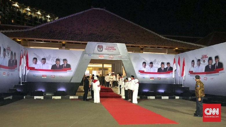 Selawatan Santri Muda Pengiring Jokowi-Ma'ruf Setiap Debat