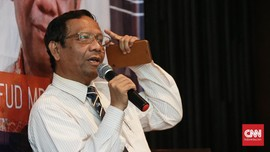 <i>Twitwar Presidential Threshold</i> Mahfud MD-Andi Arief