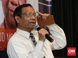 <i>Twitwar Presidential Threshold</i> Mahfud MD-Andi Arief