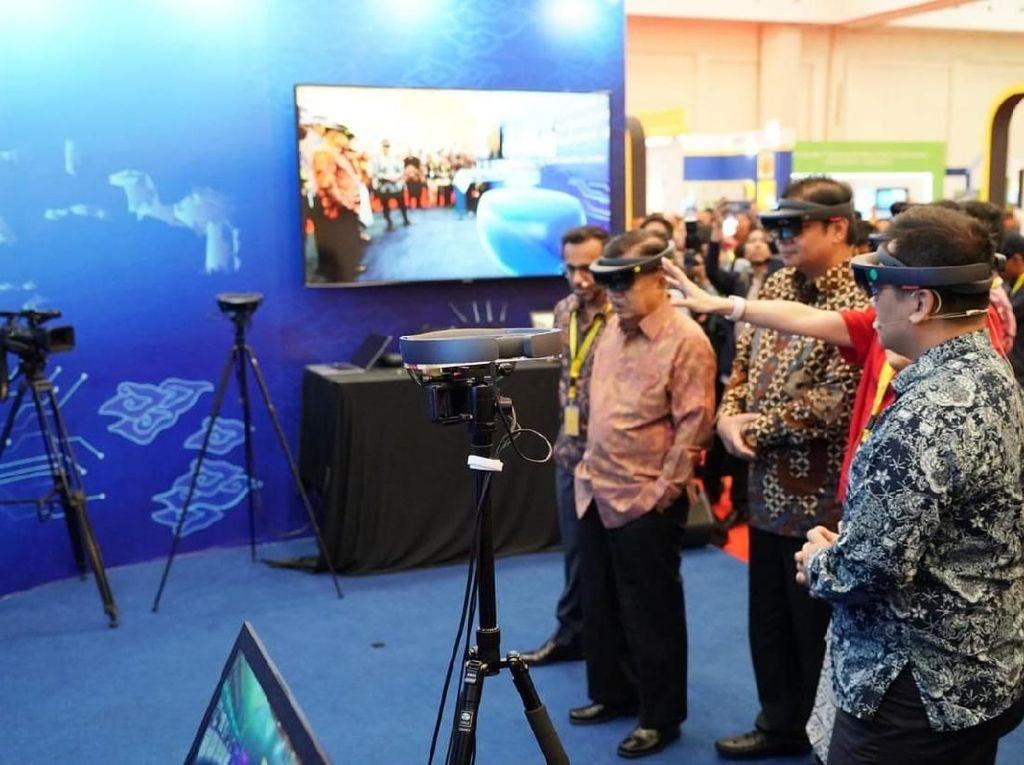 MR merupakan kombinasi antara virtual reality dan augmented reality. Istimewa/Jeri Wongiyanto/Setwapres.