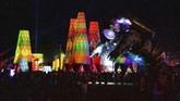 Patung astronot tersebut menyambut para pengunjung Coachella di depan festival tersebut.( Amy Harris/Invision/AP)