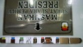 Petugas Panitia Pemungutan Suara (PPS) Pemilu 2019 menghitung ulang surat suara per TPS di gudang logistik II Komisi Independen Pemilihan (KIP) Lhokseumawe, Aceh, Sabtu (13/4). Penghitungan ulang tersebut untuk meminimalisir kekurangan dan kelebihan logistik pemilu pada hari pencoblosan 17 April 2019. (ANTARA FOTO/Rahmad/aww).