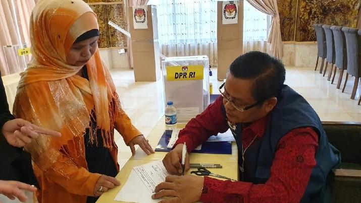 MK menegaskan waktu publikasi hitung cepat tetap dibatasi dua jam setelah penghitungan suara di Indonesia bagian barat.