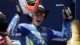 Alex Rins mampu membuat kejutan dengan memenangkan MotoGP Amerika Serikat mengalahkan pebalap kawakan Valentino Rossi. (AP Photo/Eric Gay)