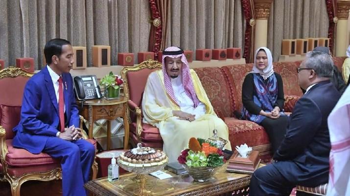 Presiden Joko Widodo dan Raja Salman menggelar pertemuan bilateral di Istana Pribadi Raja (Al-Qasr Al-Khas) di Riyadh, Arab Saudi, Minggu sore (14/4/2019).