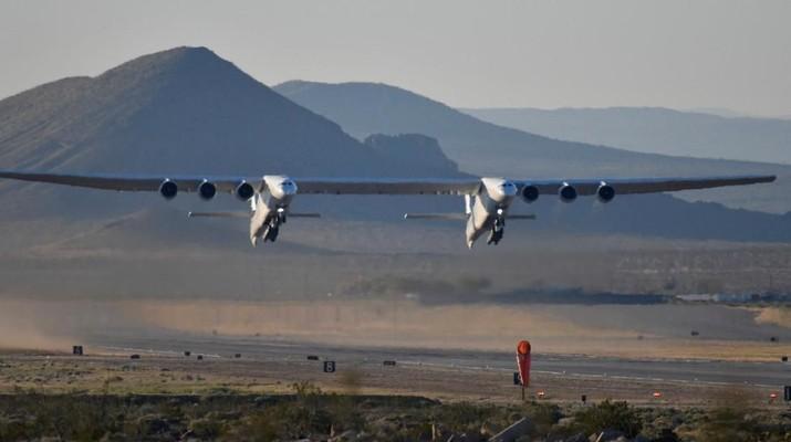 Intip Uji Terbang Pesawat Terbesar Dunia, Namanya ROC