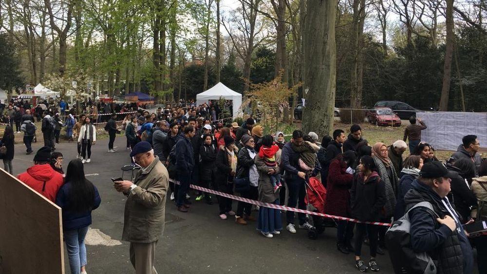 Warga Negara Indonesia (WNI) di Belanda mengantre untuk memberikan suara untuk memilih calon presiden dan wakil presiden serta calon anggota dewan di pemilu luar negeri 2019 di Den Haag, Sabtu (14/3/2019). (Ist/KBRI Den Haag)