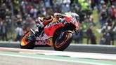 Marc Marquez terjatuh saat MotoGP Amerika Serikat tinggal menyisakan 12 lap di tikungan 12. (AP Photo/Eric Gay)