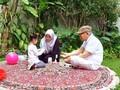 Isi Masa Tenang, Ma'ruf Amin Santai dan Main dengan Cucu
