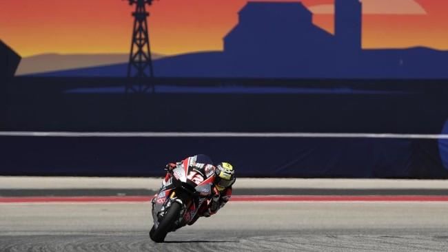 Pada gelaran Moto2 di Sirkuit the Americas, Thomas Luthi sukses meraih podium pertama. Ia turun kasta ke Moto2 setelah tahun lalu tampil di MotoGP. (AP Photo/Eric Gay)