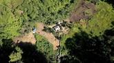 Suku Polahitinggal di tengah perbukitan dan hutan di Boliyohuto, Kabupaten Gorontalo, Provinsi Gorontalo. Masyarakat Gorontalo menyematkan nama Polahi yang berarti orang pelarian.(ANTARA FOTO/Adiwinata Solihin)