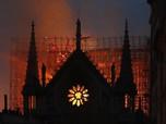 Penampakan Katedral Notre-Dame Paris yang Terbakar Hebat