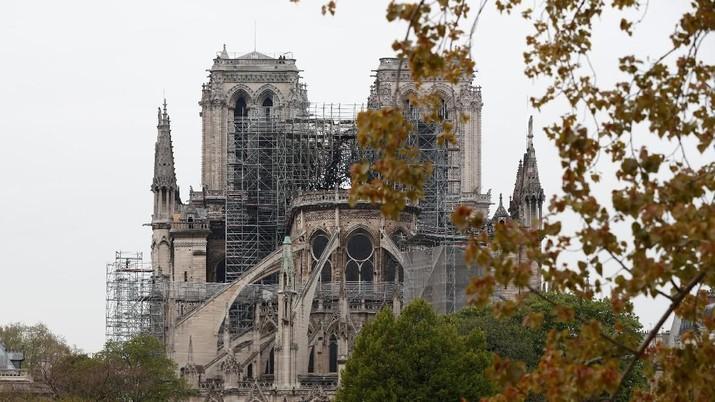Penampakan Terkini Katedral Notre-Dame yang Hangus Terbakar