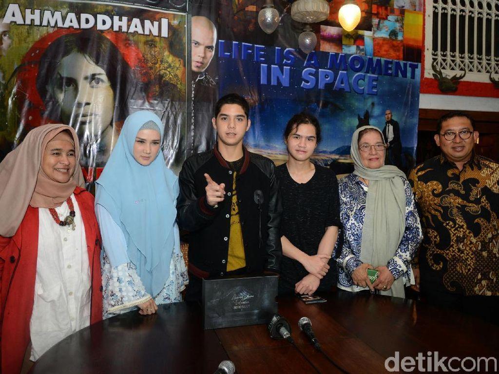 Ada Neno Warisman hingga Fadli Zon yang hadir dalam peluncuran album itu. Foto: Ismail/detikHOT