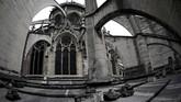 Notre Dame juga pernah rusak dan terabaikan oleh manusia selama masa Revolusi Prancis pada 1789-1799. Namun masyarakat kembali perhatian terhadap si Putri setelah novel Victor Hugo, The Hunchback of Notre-Dame, rilis pada 1831. (Martin BUREAU / AFP)