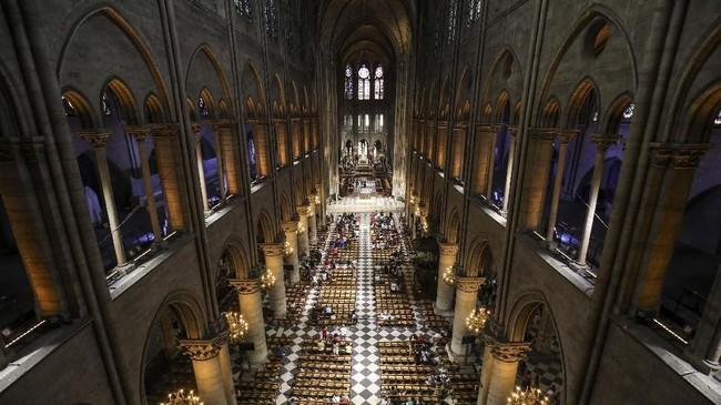 Notre Dame juga menjadi saksi bisu atas pengangkatan Napoleon Bonaparte sebagai Kaisar Prancis pada 1804, ketika pendahulunya memilih gereja lain. Bukan hanya untuk pengangkatan, Bonaparte memilih Notre Dame sebagai lokasi pernikahannya pada 1810. (Ludovic MARIN / AFP)