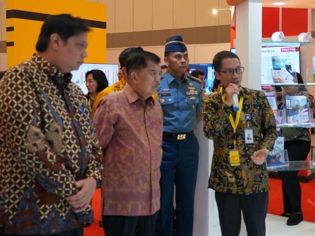 JK meninjau Indonesia Industrial Summit (IIS) 2019 di ICE BSD Tangerang Banten, Senin (15/04).