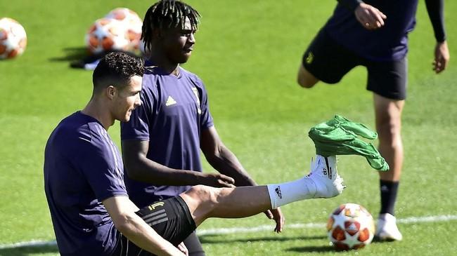 Cristiano Ronaldo dipastikan dalam kondisi terbaik untuk melawan Ajax Amsterdam setelah diistirahatkan saat Juventus dikalahkan SPAL, akhir pekan lalu. (REUTERS/Massimo Pinca)
