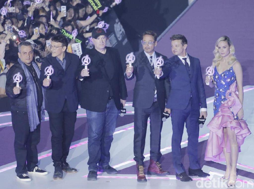 Teriakan nama mereka menggema saat para bintang Avengers: Endgame itu memasuki area panggung. Foto: Asep/detikHOT