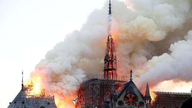 Duka dan Kenangan Netizen untuk Gereja Notre Dame Paris
