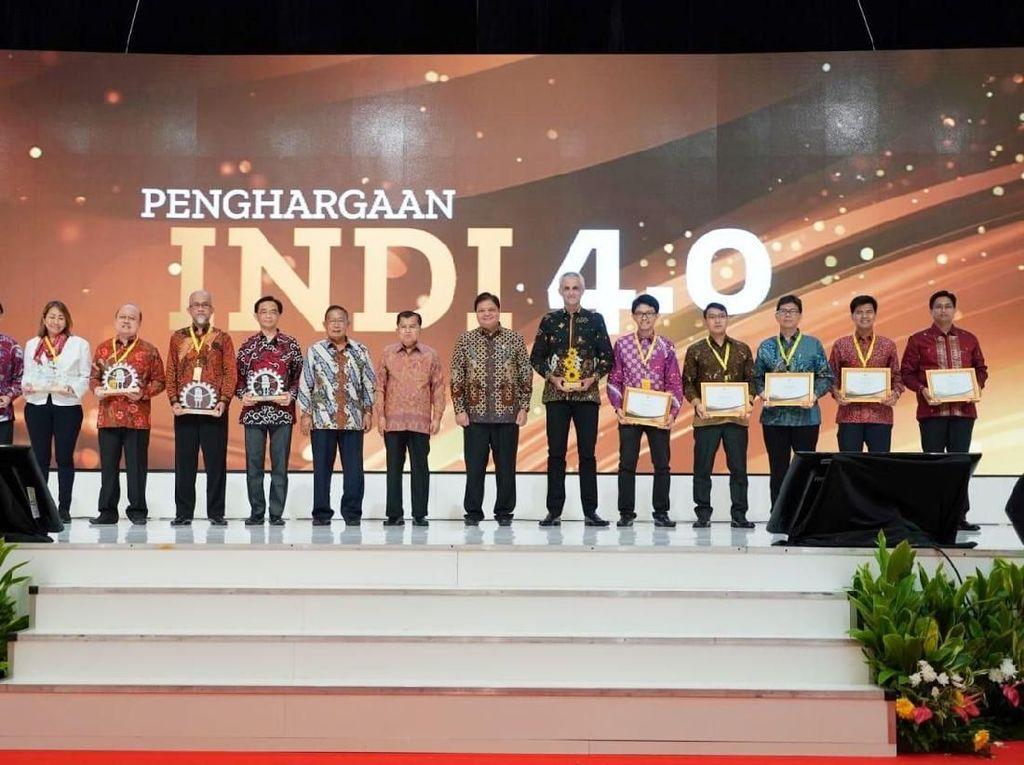 Para penerima penghargaan Indonesia Industry 4.0 Readiness Index (INDI 4.0) dari Kementerian Perindustrian RI.