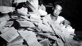Sebab, pada 5 Juli 1959, Presiden Soekarno mengeluarkan Dekrit Presiden yang membubarkan konstituante dan kembali ke UUD 1945 karena tak kunjung membuahkan UUD baru. Presiden juga membubarkan DPR haril Pemilu pada 4 Juni 1960.(ANRI)