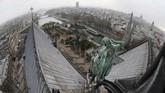 Beberapa waktu terakhir, Notre Dame memang dalam proyek renovasi menara bernilai US$6,8 juta atau Rp95 miliar yang menggunakan 250 ton timah. (PATRICK KOVARIK / AFP)