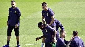 FOTO: Ronaldo Gembira Jelang Juventus vs Ajax