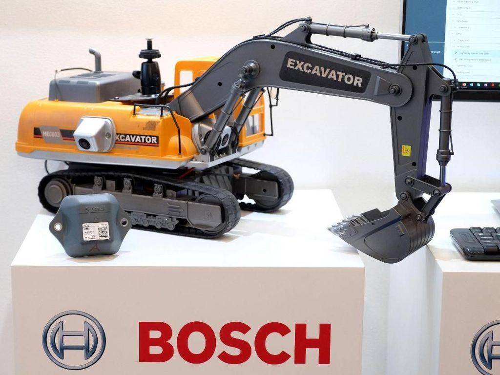 Selain itu ada juga Asset Tracing Solution (TRACI) yang salah satu solusi unggulan Bosch di bidang IoT untuk memantau kondisi dan lokasi aset bergerak, seperti ekskavator dan truk angkutan alat berat yang dapat diaplikasikan di bidang pertanian, perkebunan, pertambangan dan konstruksi. Foto: dok. Bosch