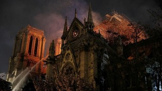 Trump Siapkan Bantuan Rehabilitasi Gereja Notre Dame