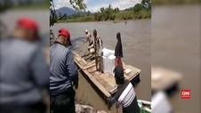 VIDEO: Lewati Sungai Deras, Logsitik Pemilu Diangkut Rakit