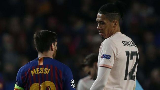 Smalling Membangunkan Lionel Messi 'Si Monster'