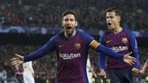 Lionel Messi merayakan gol pertama bersama Philippe Coutinho. Messi untuk kali pertama sejak 2013 berhasil mencetak gol di perempat final Liga Champions. (Reuters/Carl Recine)