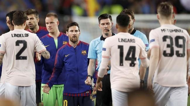 Sorotan utama mengarah ke Lionel Messi jelang Barcelona vs Manchester United pada leg kedua perempat final Liga Champions di Stadion Camp Nou, Rabu (17/4) dini hari WIB. (Reuters/Carl Recine)