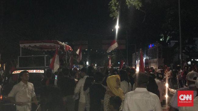 Pesta Kemenangan, Pendukung Jokowi Tak Peduli Klaim Prabowo