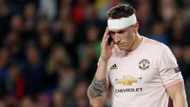 Phil Jones Kocar-kacir, Tiga Kali Digocek Messi