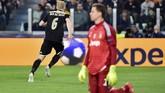 Skor 1-1 yang tercipta setelah gol Donny van de Beek, membuat agregat menjadi 2-2. Kondisi tersebut membuat laga menjadi seru karena Juventus dan Ajax berupaya memburu satu gol penentu. (REUTERS/Massimo Pinca)