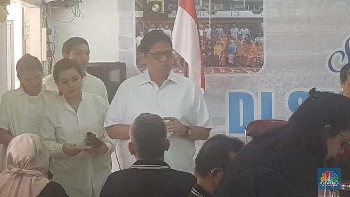 Airlangga Hartarto mencoblos di TPS 005 di SMP Negeri 13 Jakarta, Kebayoran Baru, Jakarta Selatan.