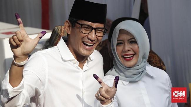 Calon wakil presiden Sandiaga Uno menghabiskan waktu 10 menit di bilik suara untuk mencoblos(CNNIndonesia//Safir Makki)