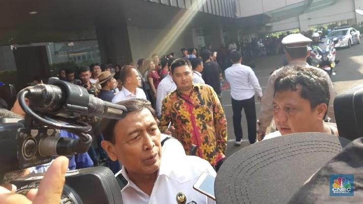 Mantan Panglima TNI era Presiden Soeharto-BJ Habibie ini mengimbau kepada masyarakat agar tetap tenang.