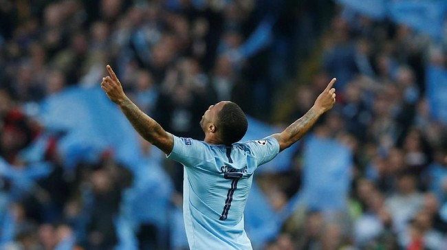 Manchester City membuka laga lawan Tottenham Hotspur lewat gol cepat Raheem Sterling. (REUTERS/Andrew Yates)