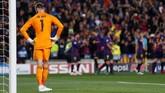 Manchester United kalah 0-3 dari Barcelona pada leg kedua di Stadion Camp Nou. Kiper David de Gea melakukan blunder yang berujung gol kedua Lionel Messi. (Reuters/Carl Recine)