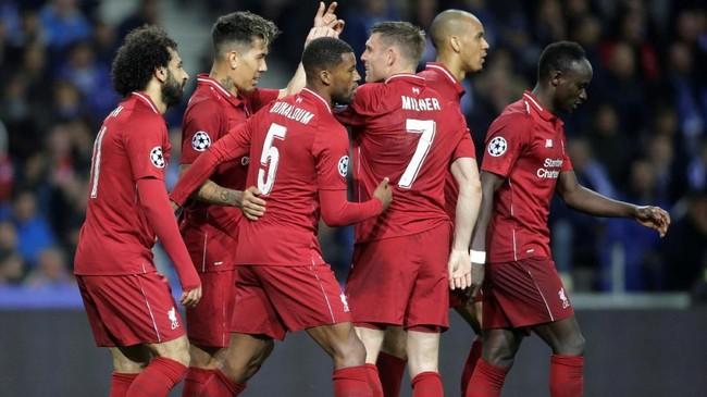 FOTO: Liverpool Berpesta di Kandang 'Naga'