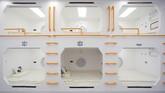 Simulasi hidup di Mars menampilkan kamar tidur yang berbentuk kapsul bak kapsul hotel bagi para backpacker. (REUTERS/Thomas Peter)