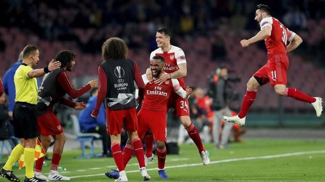 Gol Alexandre Lacazette mengubah angka di papan skor menunjukkan keunggulan 1-0 Arsenal sekaligus menambah skor agregat menjadi 3-0. (Action Images via Reuters/Matthew Childs)