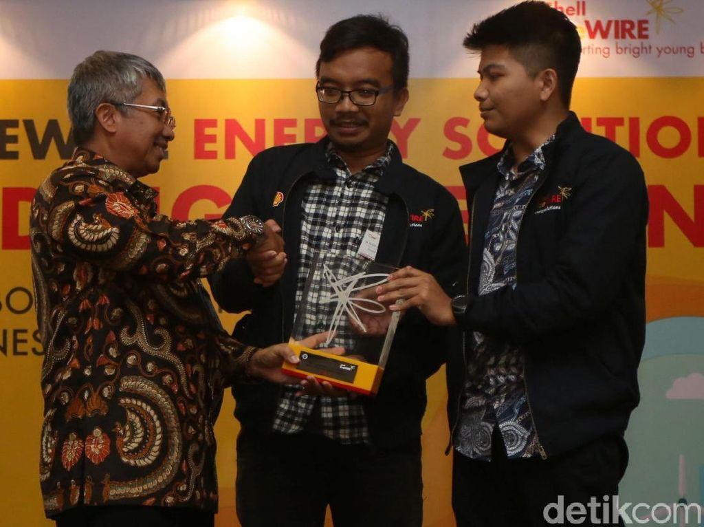 Shell LiveWIRE Energy Solutions merupakan kompetisi yang digelar oleh PT. Shell Indonesia untuk mendorong perkembangan kewirausahaan di Indonesia dengan memberikan dukungan kepada anak muda yang tertarik untuk mengembangkan bisnis di bidang energi baru dan terbarukan.