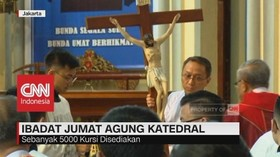 VIDEO: Jemaat Katolik Padati Katedral saat Ibadat Jumat Agung