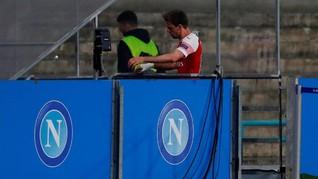 Netizen Yakin Monreal Buang Hajat di Laga Napoli vs Arsenal