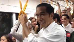 VIDEO: Setelah Jalan-jalan di Mal, Jokowi Naik MRT