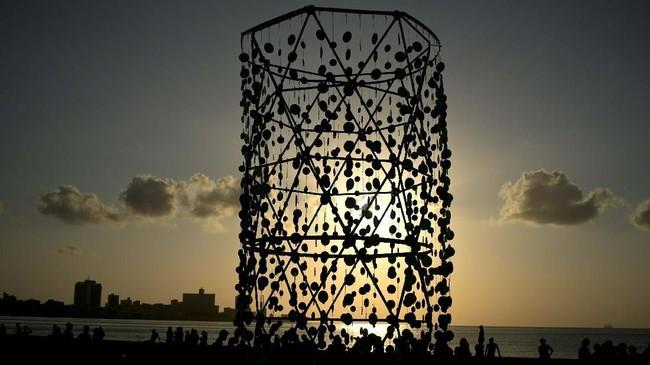 Tahun ini, Havana Biennial yang mengusung tema 'kostruksi kemungkinan' digelar hingga 12 Mei mendatang. (AP Photo/Ramon Espinosa)